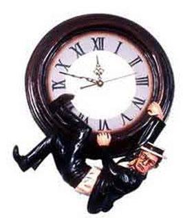 RÉPLICA DE HOMBRE COLGANDO DEL RELOJ | Relojes originales