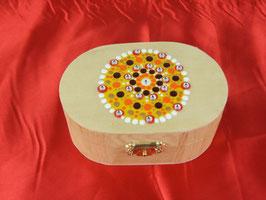Ovale Holzbox mit Klappscharnier und buntem Mandala