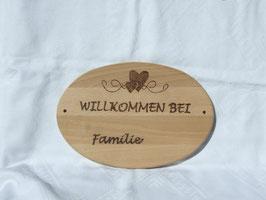 Türschild aus ovalem Buchenholz mit Wunschaufschrift