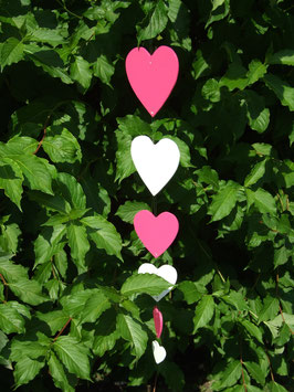 Herz-Mobile in magenta und weiß