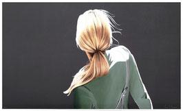 Mädchen mit grüner Jacke