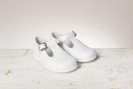 Weiße Schuhe mit Steg