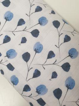 Baumwolle - Weiß mit blauem Blumenprint