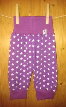 Kuschelhösli Sterne weiss auf violett 1