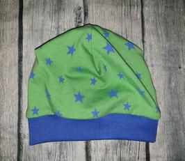 Baby-Beanie ab 6 Monate, Sterne blau auf grün