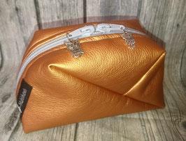 GEO-Bag aus Kunstleder in kupfer, mit Eulen-Anhängern (B)