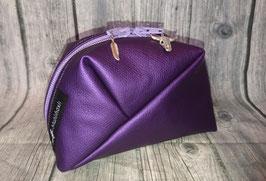 GEO-Bag aus Kunstleder in violett, mit Longhorn- und Federn Anhängern