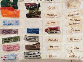 Diverse Labels zum Aufnähen