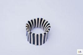 schwarz-weißes Armband