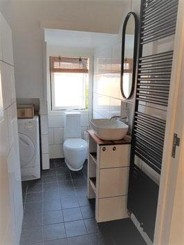 225 x 250 cm: douche-wastafel-toilet-wasmachine-wasdroger
