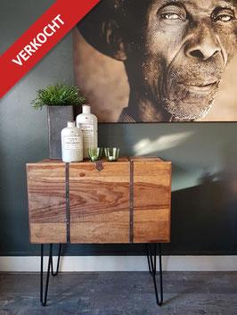 VERKOCHT: Kast #05 - Compact dressoir / tv meubel 73 cm breed vintage