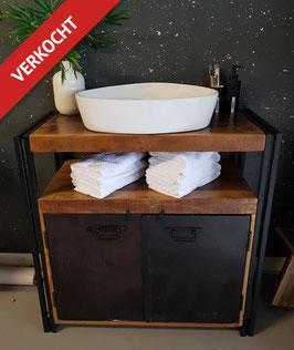 VERKOCHT - Wash-n-Brush #35: enkele waskast 89 cm breed industrieel