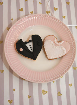 Brautpaar Cookies in Schwarz weiss mit vielen Dekorationselementen