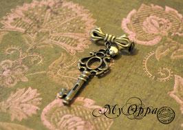 Broche épingle forme noeud clé baroque