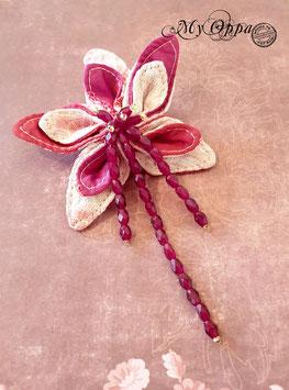 Broche épingle fleur tissu rose et perles en verre