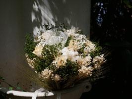 Petit bouquet de fleurs pour la mariée.