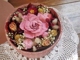 Boite en velours garnie de fleurs éternelles