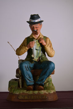 釣り人磁器製置き物(ウイスキーデキャンター)