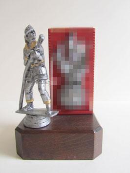 Feuerwehrmann  Pokal auf Holzsockel mit Korpsflamme