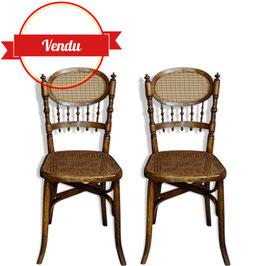 Paire de chaises en bois courbé et cannage fin XIXème - début du XXème