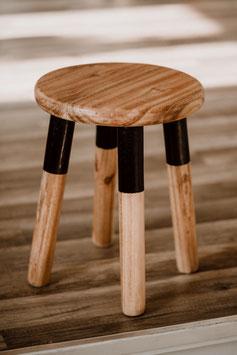 kleiner Hocker aus Holz