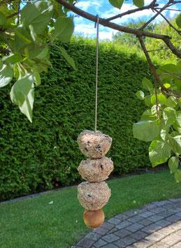 Hochwertige Futterstation für Vögel aus Edelstahl inkl. Kugel aus Olivenholz, Fruchtspieß