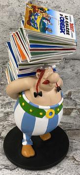 Obelix mit Bücherstapel