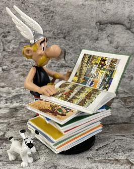 Asterix beim Lesen mit Idefix