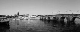 Sint Servaasbrug Met Stadsbrouwerij (zwart-wit)