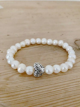 Perlenarmband mit Silberherz