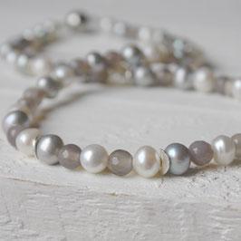 Perlenkette mit hellgrauem Achat