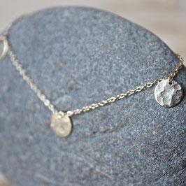 Silberarmband mit gehämmerten Plättchen