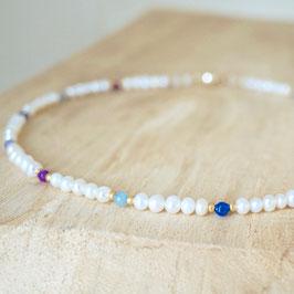 zarte Perlenkette mit buntem Achat