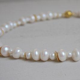 Goldscheiben in Perlenkette