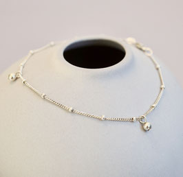 Silberarmband mit Kügelchen