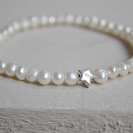 Dünnes Perlenarmband mit Silberstern