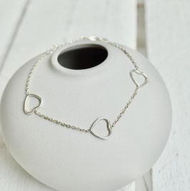 Silberarmband mit drei Herzen