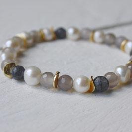 weiße Perlen mit gemischtem Achat und Gold