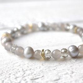 hellgraue Perlen mit Achat und Gold