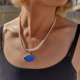 Collier DICE bleu majorelle