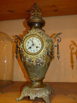 Pendule vase porcelaine