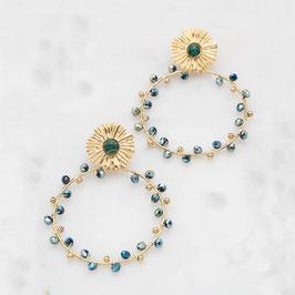 B.O à puce dorées avec des pâtes de verre, une pièce florale sertie d'une pierre naturelle Malachite