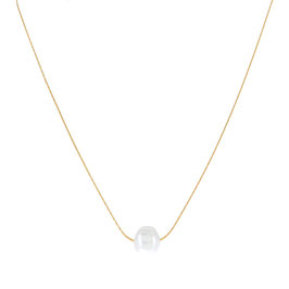 Collier doré avec une perle d'eau douce