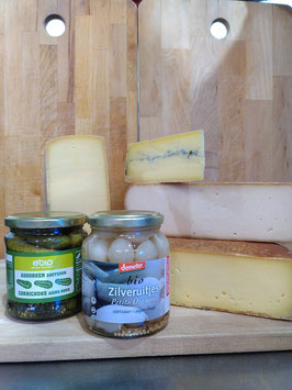 """Raclette """"3"""" Végétarienne pour 4 personnes - 4 fromages, petits oignons et cornichons"""