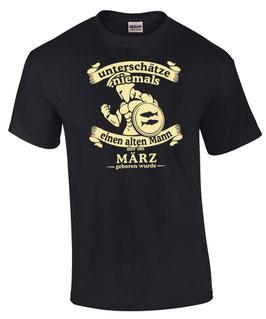 T-Shirt Sternzeichen Fische UNTERSCHÄTZE NIE EINEN ALTEN MANN GEBOREN IM MÄRZ