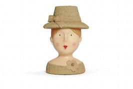 Frauenkopf mit Hut
