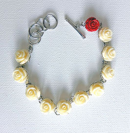 Bracelet, roses blanches et une rose rouge