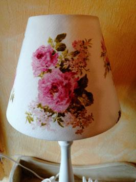 Fenster/Tischlampen im Landhausstil - hier Schirm vanille mit Blüten