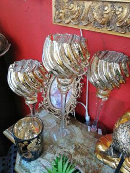 Glaswindlichter gold (hier im Bild mittig vorn die große Variante)