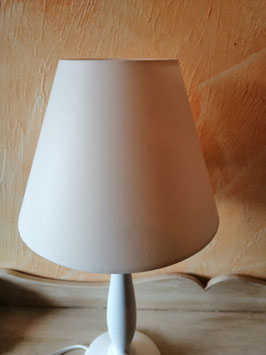 Fenster/Tischlampen im Landhausstil - hier Schirm creme/vanillie glatt ohne Muster